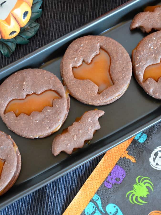 Halloween Cookies mit Karamellfüllung