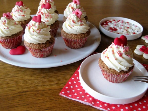 red-heart-cupcakes-3