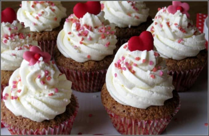 red-heart-cupcakes